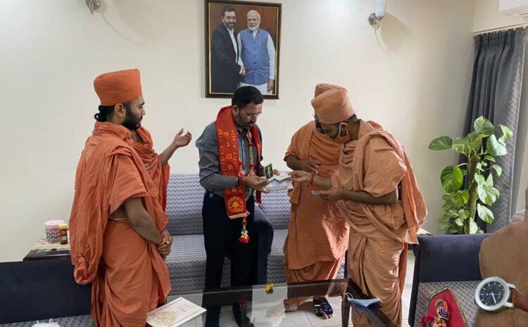 વડતાલ સ્વામિનારાયણ મંદિરના કોઠારી શ્રી સંત સ્વામી Meets MP Miteshbhai Patel